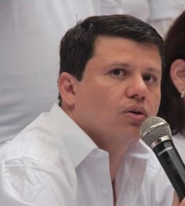 Bernardo Elías, Senador.