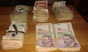 Dinero incautado a los presuntos integrantes del Clan Úsuga.